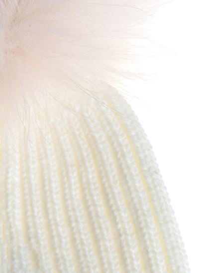White ribbed cap, pink fur pom-pon, golden metal logo detail. - Yves Salomon - Cap
